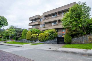"Photo 3: 103 2100 W 3RD Avenue in Vancouver: Kitsilano Condo for sale in ""PANORAMA PLACE"" (Vancouver West)  : MLS®# R2457956"