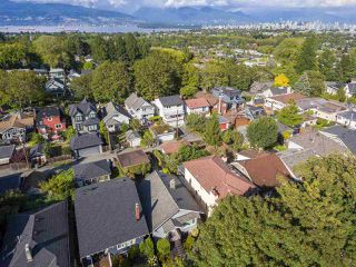 "Photo 15: 3379 W 23RD Avenue in Vancouver: Dunbar House for sale in ""DUNBAR"" (Vancouver West)  : MLS®# R2404436"