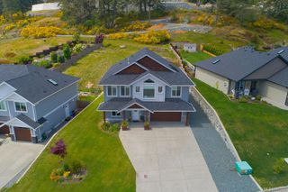 Photo 1: 2348 Mountain Heights Dr in Sooke: Sk Broomhill House for sale : MLS®# 840257