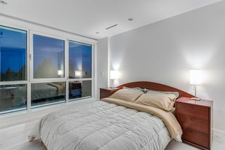 """Photo 16: 1360 QUEENS Avenue in West Vancouver: Ambleside House for sale in """"Ambleside"""" : MLS®# R2491952"""