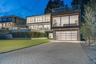"""Photo 2: 1360 QUEENS Avenue in West Vancouver: Ambleside House for sale in """"Ambleside"""" : MLS®# R2491952"""