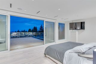 """Photo 13: 1360 QUEENS Avenue in West Vancouver: Ambleside House for sale in """"Ambleside"""" : MLS®# R2491952"""