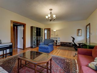 Photo 3: 3060 Albina St in : SW Gorge House for sale (Saanich West)  : MLS®# 860650