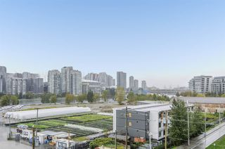 "Photo 18: 701 1833 CROWE Street in Vancouver: False Creek Condo for sale in ""THE FOUNDRY"" (Vancouver West)  : MLS®# R2508702"