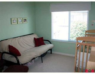 """Photo 2: 18 21579 88B Avenue in Langley: Walnut Grove Townhouse for sale in """"Carriage Park"""" : MLS®# F2716232"""