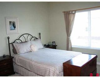 """Photo 4: 18 21579 88B Avenue in Langley: Walnut Grove Townhouse for sale in """"Carriage Park"""" : MLS®# F2716232"""