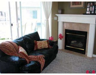 """Photo 9: 18 21579 88B Avenue in Langley: Walnut Grove Townhouse for sale in """"Carriage Park"""" : MLS®# F2716232"""