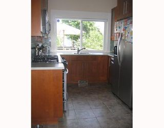 Photo 3: 1237 E 14TH Avenue in Vancouver: Mount Pleasant VE House for sale (Vancouver East)  : MLS®# V657021