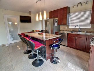 Photo 4: 4616 37B Avenue in Edmonton: Zone 29 House for sale : MLS®# E4175983