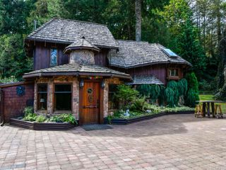 Photo 1: 9408 Bracken Rd in BLACK CREEK: CV Merville Black Creek House for sale (Comox Valley)  : MLS®# 836723