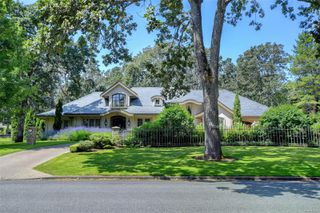 Photo 1: 3280 Uplands Rd in : OB Uplands Single Family Detached for sale (Oak Bay)  : MLS®# 854093