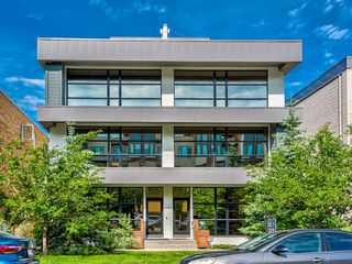 Main Photo: 2 1725 10 Street SW in Calgary: Lower Mount Royal Row/Townhouse for sale : MLS®# A1034553