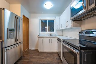 Photo 8: 6315 4 Street NW in Calgary: Thorncliffe Semi Detached for sale : MLS®# A1040867