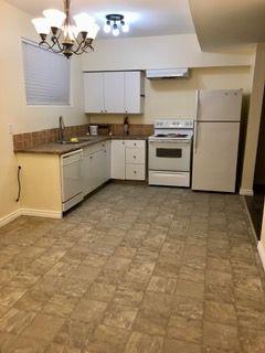 Photo 3: 18 Langholm Drive: St. Albert House for sale : MLS®# E4221491