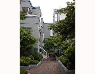 """Photo 1: 16 877 W 7TH Avenue in Vancouver: Fairview VW Townhouse for sale in """"EMERALD COURT"""" (Vancouver West)  : MLS®# V701938"""