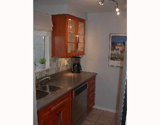 """Photo 4: 16 877 W 7TH Avenue in Vancouver: Fairview VW Townhouse for sale in """"EMERALD COURT"""" (Vancouver West)  : MLS®# V701938"""