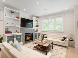 Photo 4: 1348 E 7TH Avenue in Vancouver: Grandview Woodland House 1/2 Duplex for sale (Vancouver East)  : MLS®# R2395277