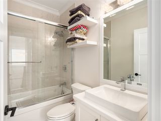 Photo 12: 1348 E 7TH Avenue in Vancouver: Grandview Woodland House 1/2 Duplex for sale (Vancouver East)  : MLS®# R2395277