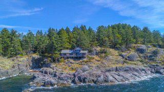 Photo 2: WEST TRAIL ISLAND in Halfmoon Bay: Sechelt District House for sale (Sunshine Coast)  : MLS®# R2498445
