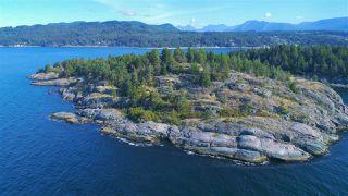 Photo 1: WEST TRAIL ISLAND in Halfmoon Bay: Sechelt District House for sale (Sunshine Coast)  : MLS®# R2498445