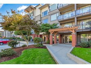 Photo 2: 420 33539 HOLLAND Avenue in Abbotsford: Central Abbotsford Condo for sale : MLS®# R2515308