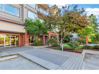 Photo 3: 420 33539 HOLLAND Avenue in Abbotsford: Central Abbotsford Condo for sale : MLS®# R2515308