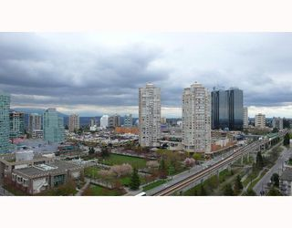 "Photo 9: 1804 4350 BERESFORD Street in Burnaby: Metrotown Condo for sale in ""CARLTON ON THE PARK"" (Burnaby South)  : MLS®# V640174"