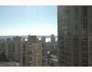 """Photo 7: 2107 1331 ALBERNI Street in Vancouver: West End VW Condo for sale in """"THE LIONS"""" (Vancouver West)  : MLS®# V667911"""