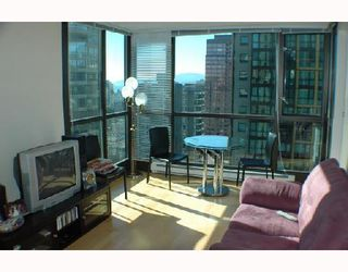 """Photo 3: 2107 1331 ALBERNI Street in Vancouver: West End VW Condo for sale in """"THE LIONS"""" (Vancouver West)  : MLS®# V667911"""