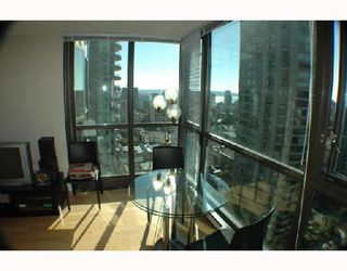 """Photo 4: 2107 1331 ALBERNI Street in Vancouver: West End VW Condo for sale in """"THE LIONS"""" (Vancouver West)  : MLS®# V667911"""