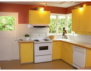 Photo 3: 124 E CARISBROOKE Road in North Vancouver: Upper Lonsdale House for sale : MLS®# V711676