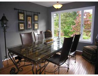 Photo 2: 124 E CARISBROOKE Road in North Vancouver: Upper Lonsdale House for sale : MLS®# V711676