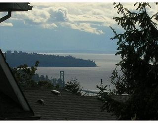 Photo 10: 124 E CARISBROOKE Road in North Vancouver: Upper Lonsdale House for sale : MLS®# V711676