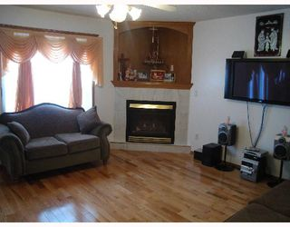 Photo 4:  in CALGARY: Applewood Residential Detached Single Family for sale (Calgary)  : MLS®# C3251510