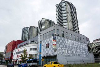 """Photo 2: 3005 892 CARNARVON Street in New Westminster: Downtown NW Condo for sale in """"AZURE II AT PLAZA 88"""" : MLS®# R2500077"""