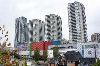 """Photo 1: 3005 892 CARNARVON Street in New Westminster: Downtown NW Condo for sale in """"AZURE II AT PLAZA 88"""" : MLS®# R2500077"""