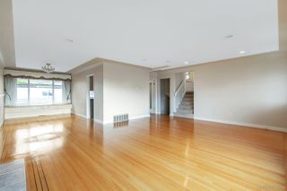 Photo 3: 577 W 63RD Avenue in Vancouver: Marpole House for sale (Vancouver West)  : MLS®# R2524291