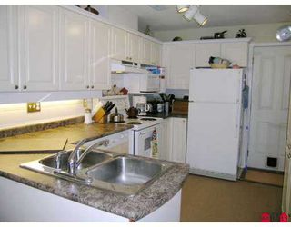 "Photo 4: 8675 WALNUT GROVE Drive in Langley: Walnut Grove Townhouse for sale in ""Cedar Creek"" : MLS®# F2707855"