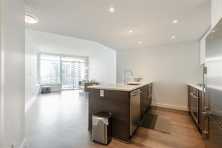 """Photo 5: 1011 3557 SAWMILL Crescent in Vancouver: South Marine Condo for sale in """"ONE TOWN CENTRE"""" (Vancouver East)  : MLS®# R2396702"""