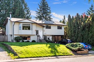 Photo 1: 26456 30A Avenue in Langley: Aldergrove Langley House for sale : MLS®# R2413273