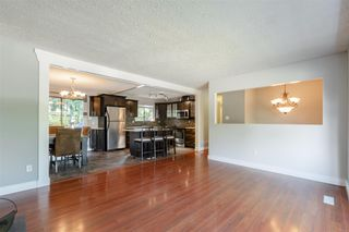 Photo 3: 26456 30A Avenue in Langley: Aldergrove Langley House for sale : MLS®# R2413273