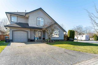 Main Photo: 20678 90A Avenue in Langley: Walnut Grove House for sale : MLS®# R2447561