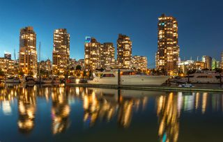 """Photo 1: 1908 1033 MARINASIDE Crescent in Vancouver: Yaletown Condo for sale in """"QUAYWEST"""" (Vancouver West)  : MLS®# R2467788"""