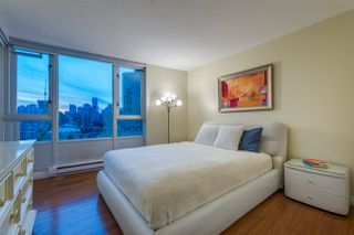 """Photo 17: 1908 1033 MARINASIDE Crescent in Vancouver: Yaletown Condo for sale in """"QUAYWEST"""" (Vancouver West)  : MLS®# R2467788"""