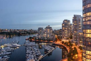 """Photo 8: 1908 1033 MARINASIDE Crescent in Vancouver: Yaletown Condo for sale in """"QUAYWEST"""" (Vancouver West)  : MLS®# R2467788"""