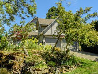 Photo 1: 1340 Manor Rd in Victoria: Vi Rockland House for sale : MLS®# 840521