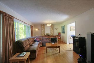 Photo 5: 874 Walfred Rd in Victoria: Residential for sale : MLS®# 283344