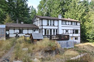 Photo 2: 874 Walfred Rd in Victoria: Residential for sale : MLS®# 283344