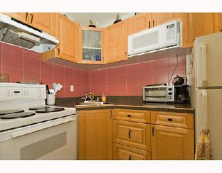 "Photo 5: 104 1655 NELSON Street in Vancouver: West End VW Condo for sale in ""HAMSTEAD MANOR"" (Vancouver West)  : MLS®# V656006"