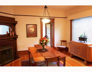 """Photo 3: 677 W 19TH Avenue in Vancouver: Cambie House for sale in """"DOUGLAS PARK"""" (Vancouver West)  : MLS®# V712934"""